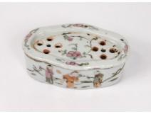 Chinese Porcelain Cricket Box Mandarin Nineteenth Servants