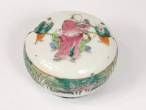 Chinese porcelain round box mandarin characters servants flowers twentieth