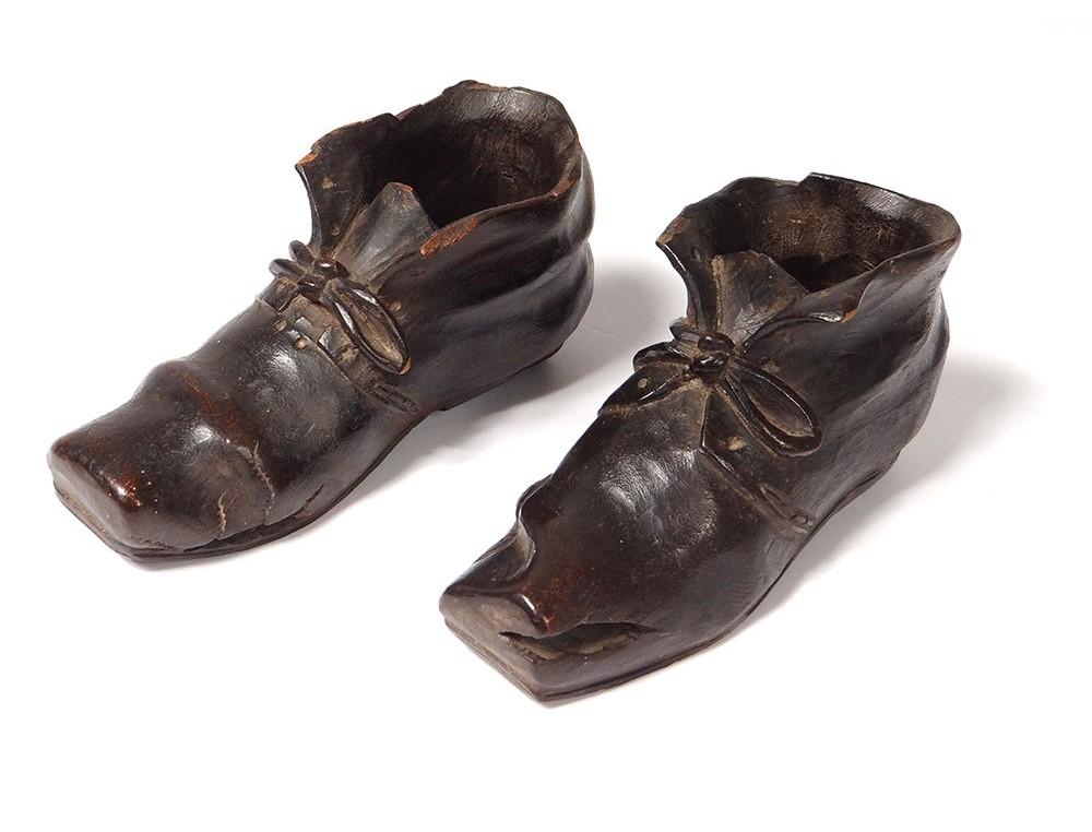 5dde3e71eedd Pair sculptures woods shoes shoes master Nineteenth