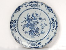 Porcelain dish Compagnie des Indes China white-blue flowers Kangxi XVIII