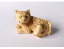 Netsuke Katabori ivory carved signed Gyokushi tiger loir Japan Meiji nineteenth