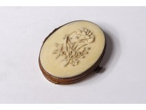 Small ivory carved coin purse Dieppe flowers bouquet 19th century
