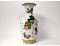 Baluster vase Chinese porcelain lions dogs Fô flowers China 19th century