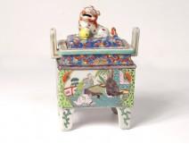 Little chinese porcelain perfume burner dog Fô characters nineteenth landscape