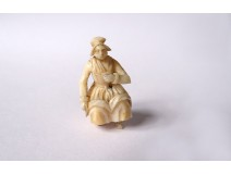 Small ivory miniature sculpture Dieppe sitting woman Polletaise XIXth century