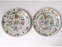 Pair dishes porcelain plates China characters Tongzhi gardens eighteenth