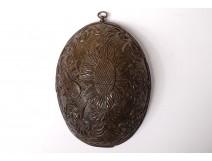 Carved half-coconut musical instruments attributes war 19th war