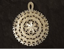 Carved mother-of-pearl jewel pendant openwork star foliage XIXth century