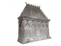 Baptismal water fountain lead cathedral cathedral gothic XVth XVI