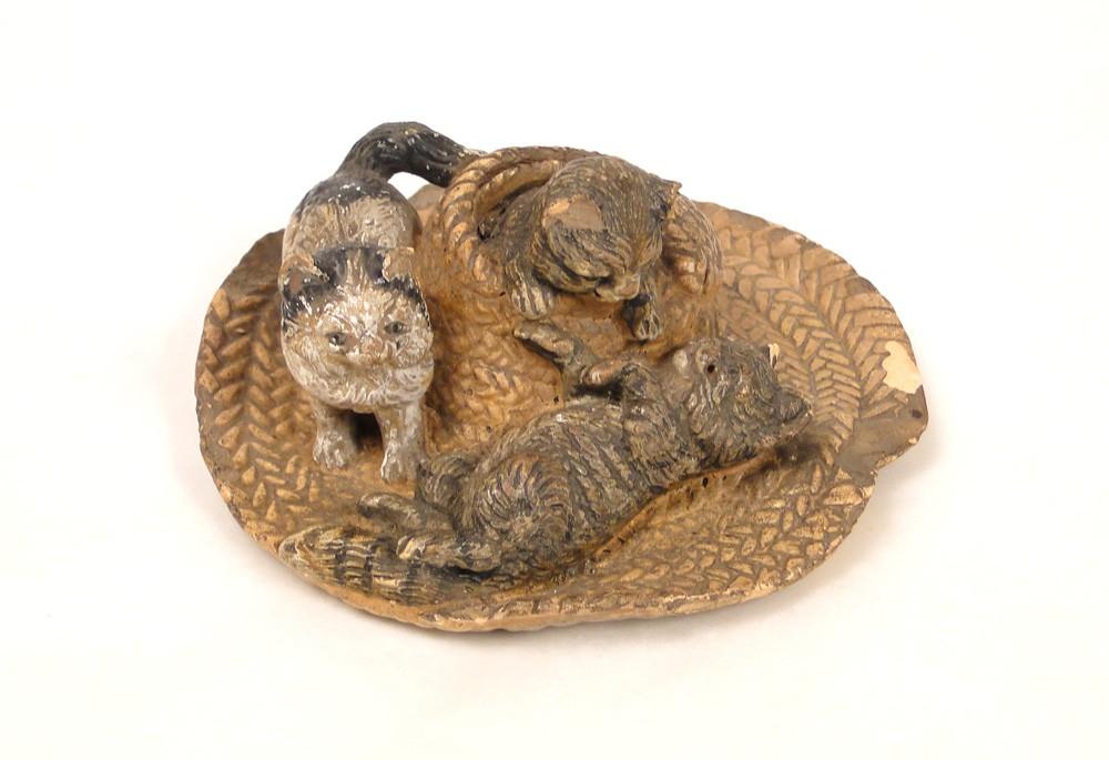 Sculpture en terre cuite chats sur un chapeau de paille - Chapeau cheminee terre cuite ...