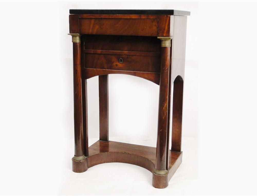 table de chevet marbre affordable table de chevet table de nuit dessus marbre with table de. Black Bedroom Furniture Sets. Home Design Ideas