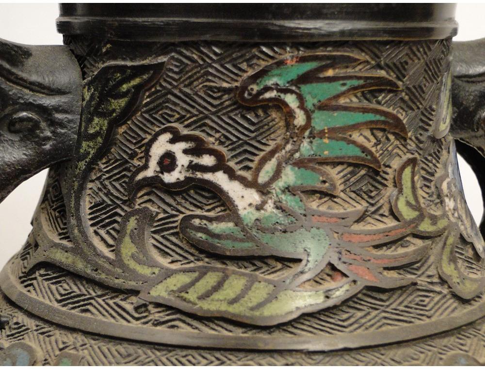 Exceptionnel Paire de vases en cloisonné, avec décors d'oiseaux et fleurs  SC03