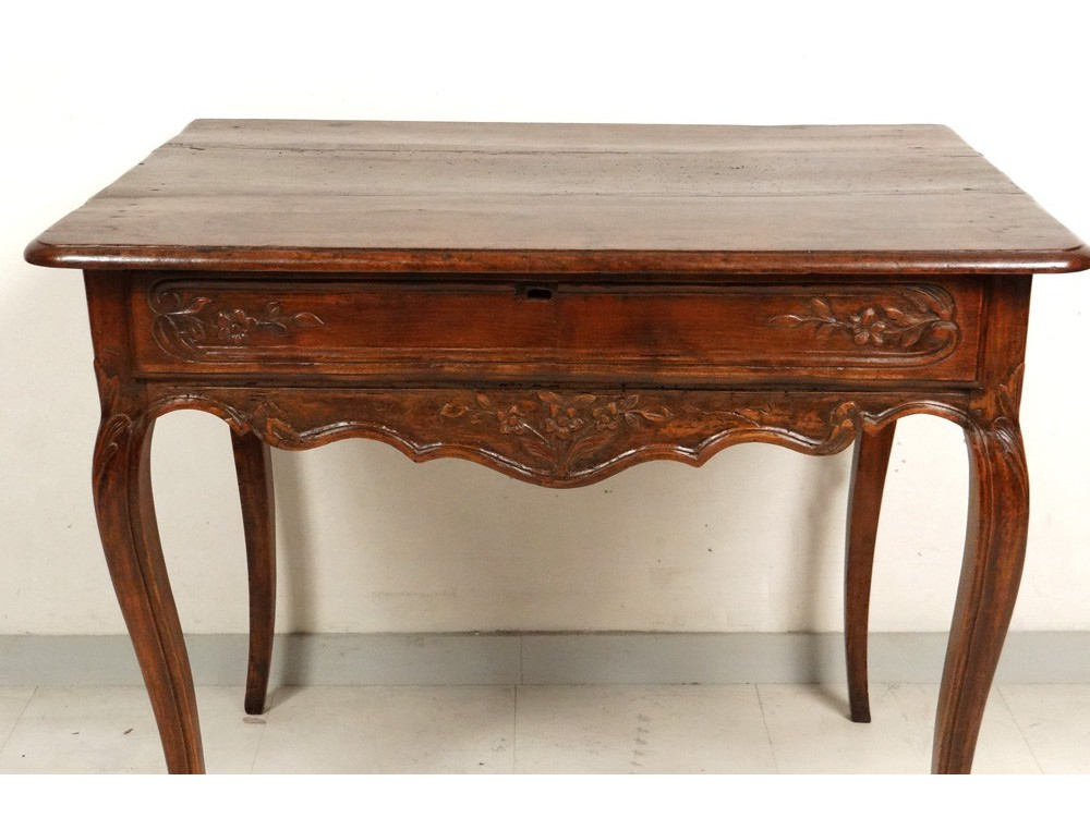 table cabaret louis xv en noyer sculpt xviiie. Black Bedroom Furniture Sets. Home Design Ideas
