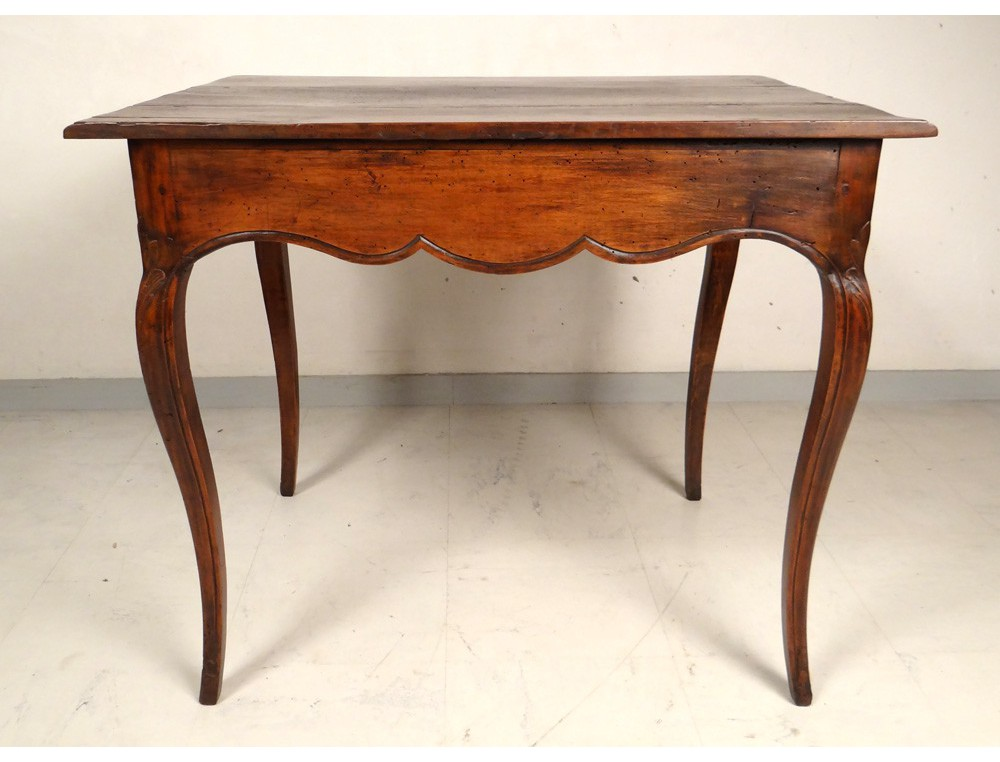 Table cabaret Louis XV en noyer sculpt, XVIIIe