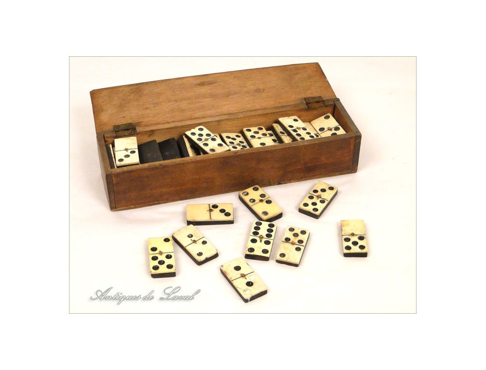 thurs 52 dominoes wooden box blackened 19th ivoire. Black Bedroom Furniture Sets. Home Design Ideas