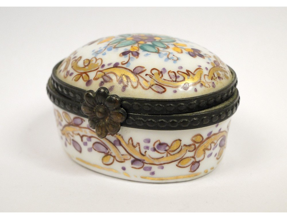 Limoges Porcelain Pill Box France Flowers Gilding 20th
