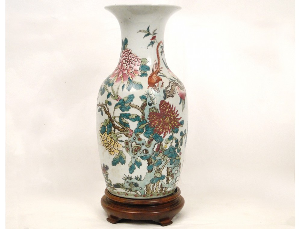 Chinese porcelain vase, decorated with a bird and ...