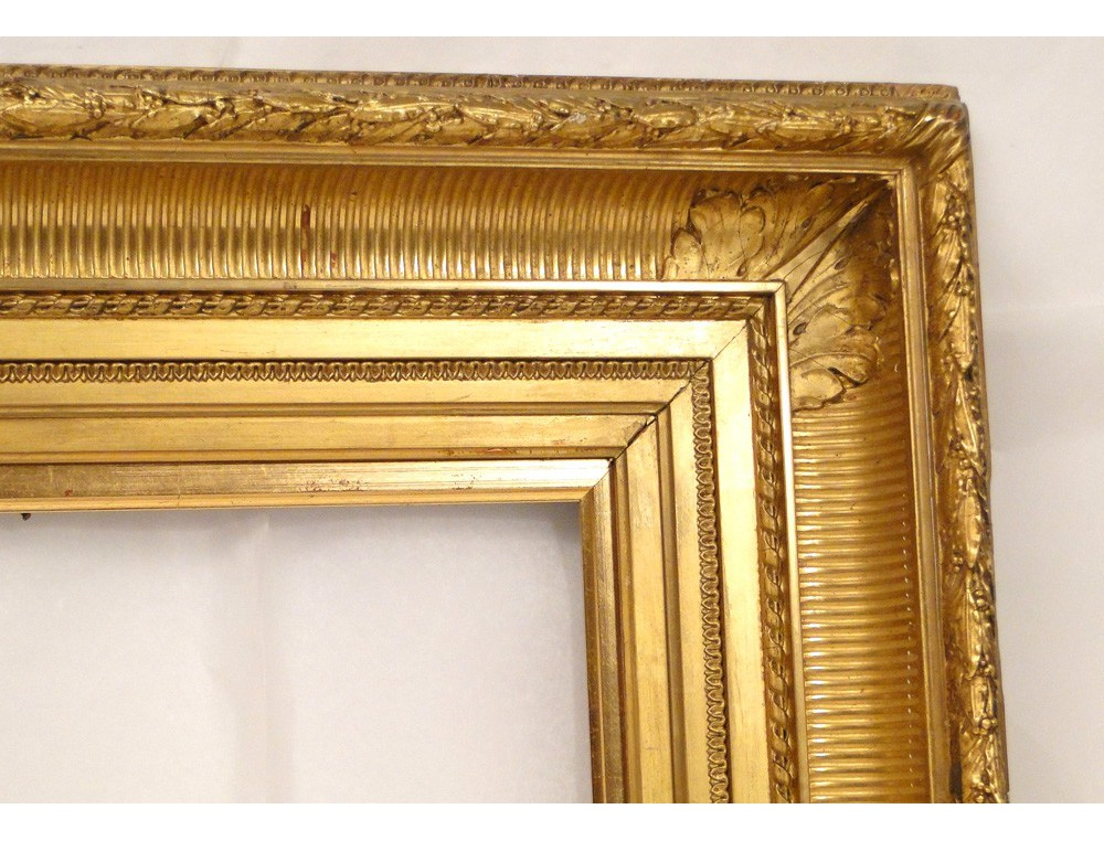 Stucco On Frame : Stucco golden wooden frame decorated with foliage