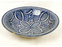 Dish glazed earthenware, decorated with flowers and foliage, Morocco, Maghreb, twentieth