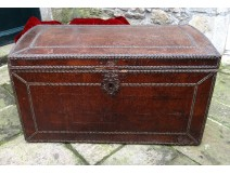 Studded leather trunk trunk trunk antique bronze phoenix seventeenth century coffer