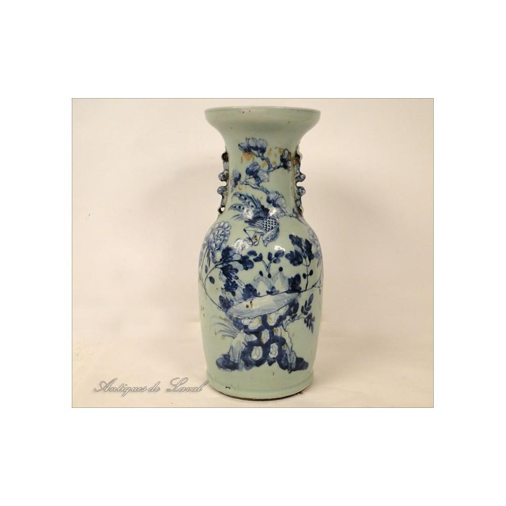 grand vase en porcelaine blanc bleu chinoise poque kangxi xviii. Black Bedroom Furniture Sets. Home Design Ideas