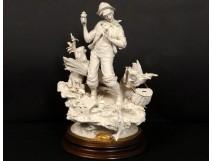 Sculpture biscuit Capodimonte personnage pêcheur poisson L.Cazzola XXème
