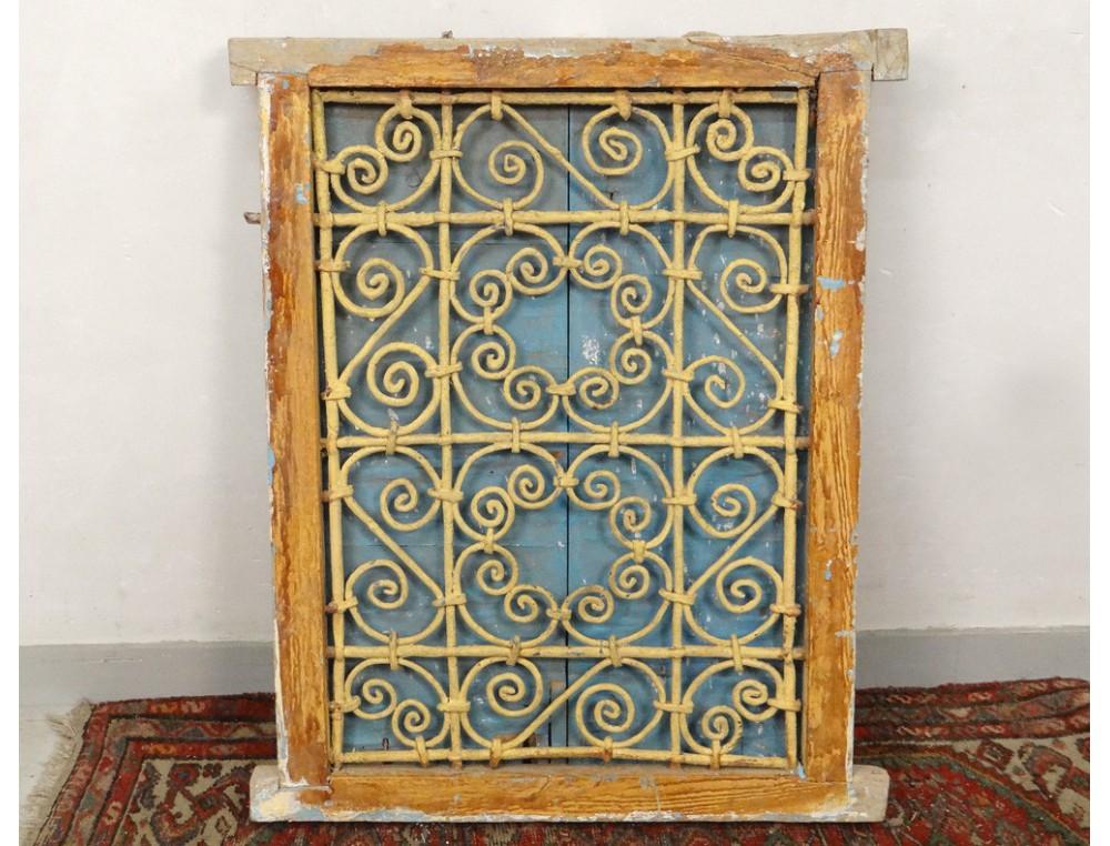 Fen tre marocaine grille fer forg bois peint maroc for Fenetre de bois