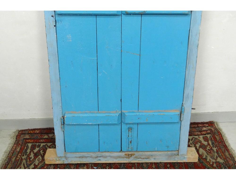 Fen tre marocaine grille fer forg bois peint maroc for Fenetre windows