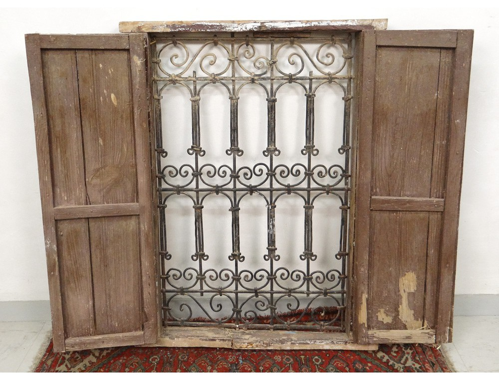 Moroccan wrought iron grille painted wood window maghreb for Fabriquer fausse fenetre lumineuse