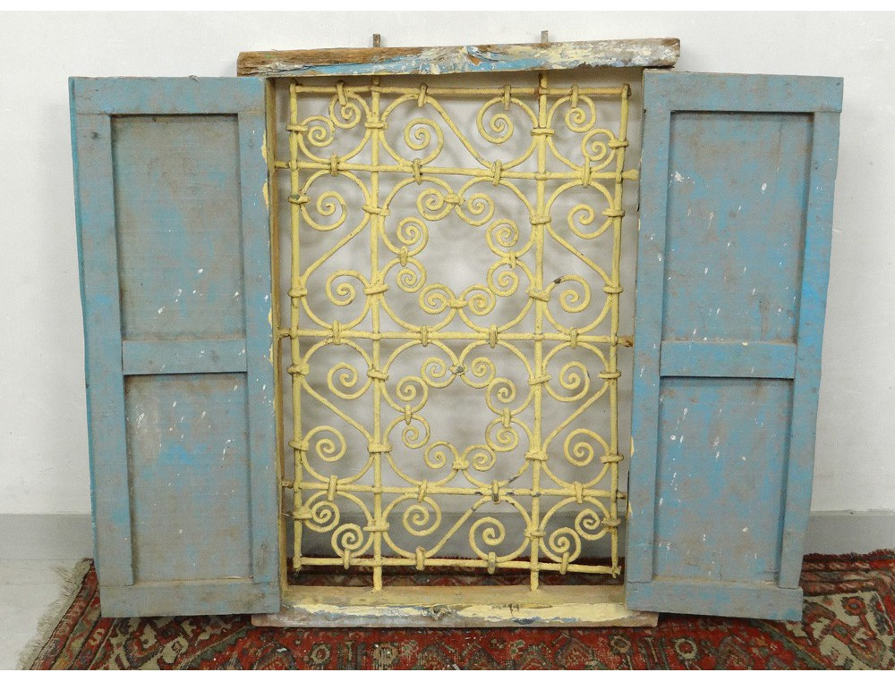 Fen tre marocaine grille fer forg bois peint maroc for Atlas decoration interieur