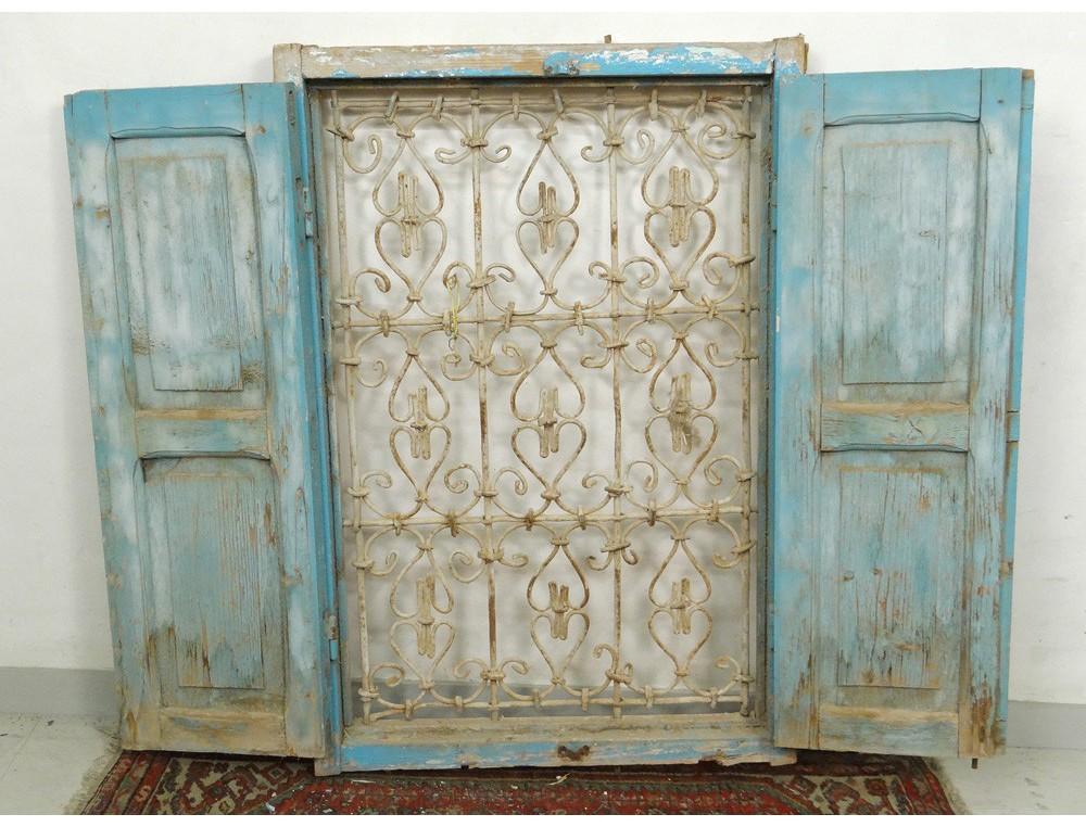 Fen tre marocaine grille fer forg bois peint maroc for Fenetre en fer