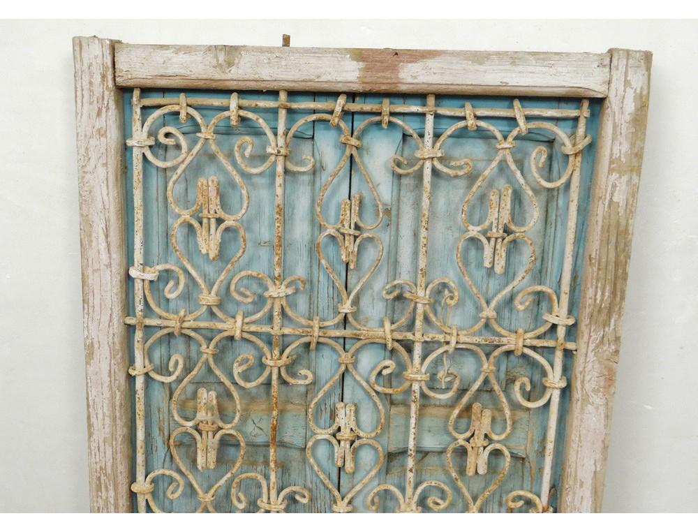 Fen tre marocaine grille fer forg bois peint maroc maghreb atlas d co xx for Design fer forge fenetre