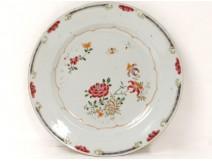 Plat porcelaine Compagnie des Indes fleurs insectes famille rose XVIIIème