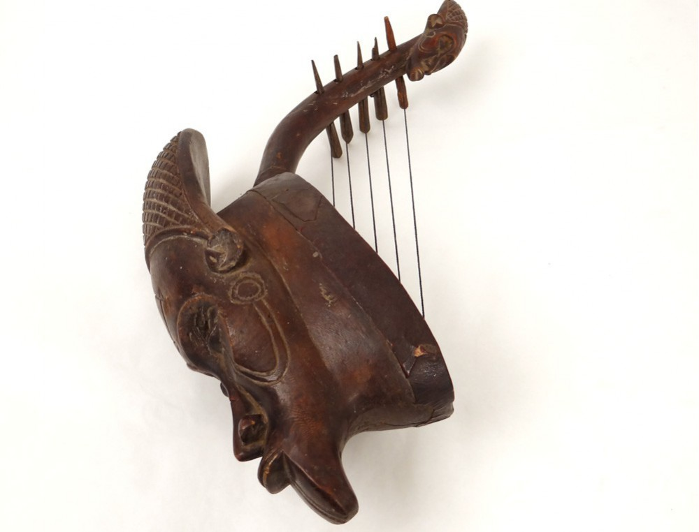 Guitare africaine sculpture t u00eate homme bois sculpté cuir ethnique tribal # Sculpture Africaine En Bois