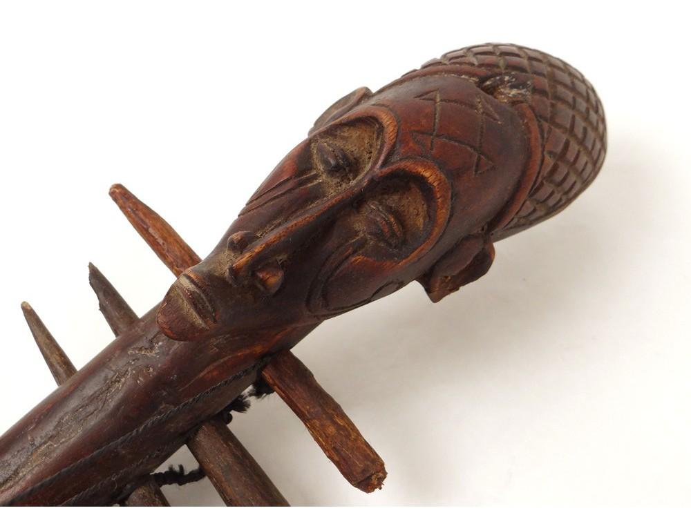 Guitare africaine sculpture tête homme bois sculpté cuir ethnique  ~ Bois De Lutherie Guitare