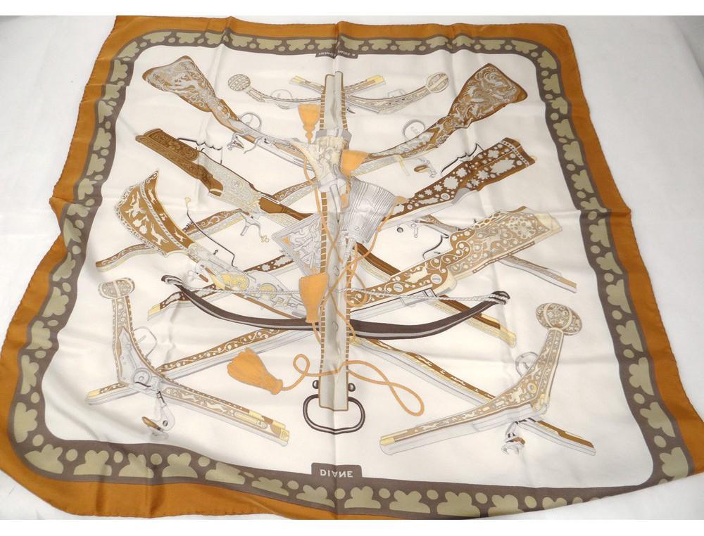 foulard carr soie herm s paris diane chasse armes pistolets vintage xx me. Black Bedroom Furniture Sets. Home Design Ideas
