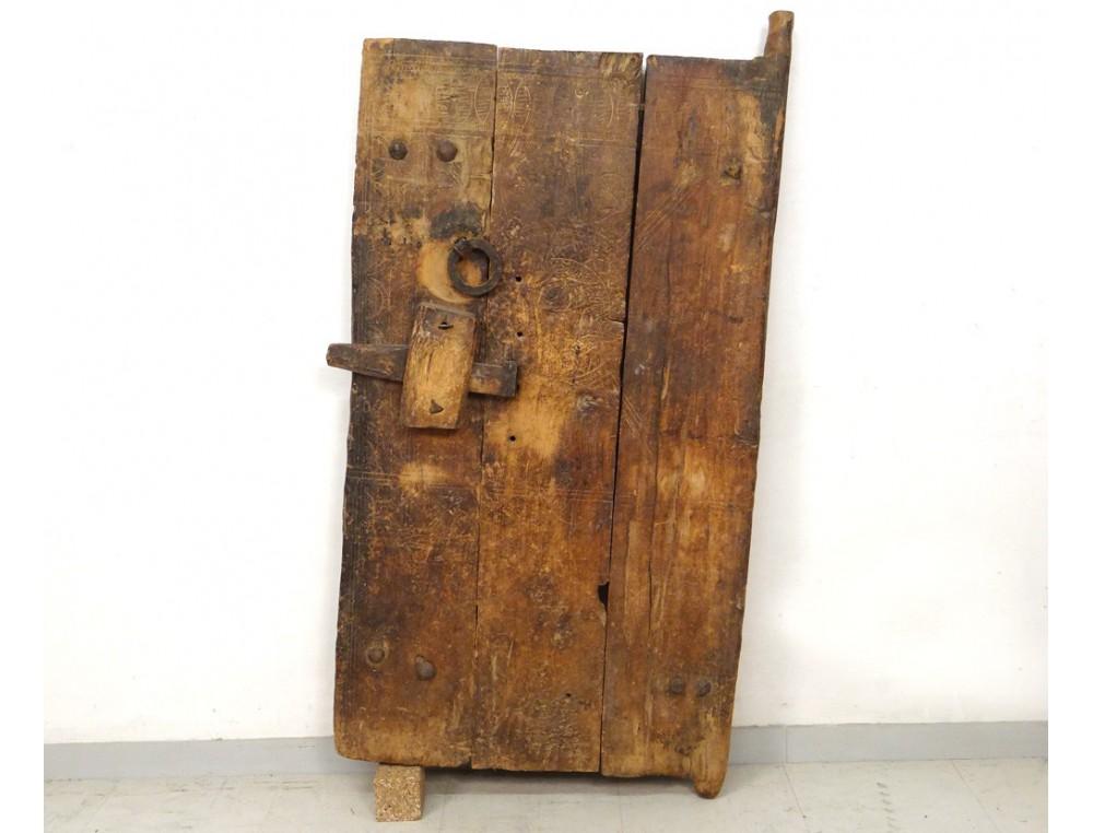 Porte de grenier marocaine bois sculpt maroc tafraout ygherm berb re xix - Porte en bois ...