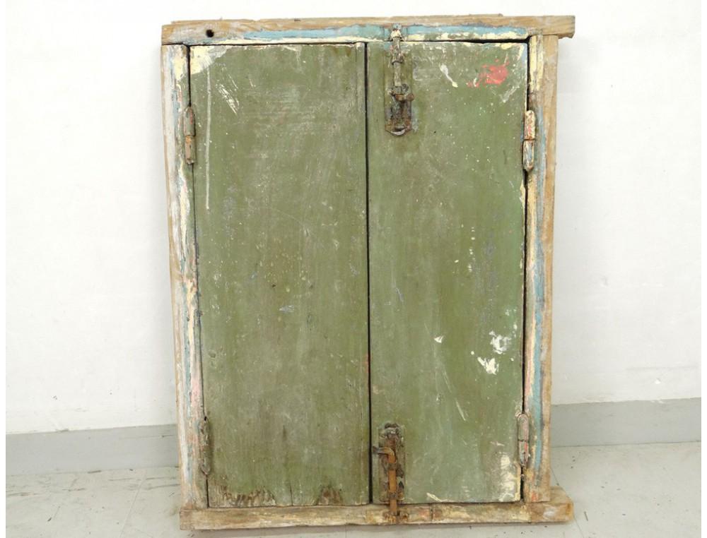 Fen tre marocaine bois peint grille fer forg maroc for Fenetre fer forge