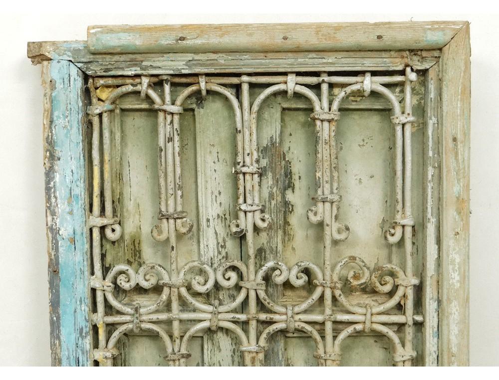 Fen tre marocaine bois peint grille fer forg maroc for Fer forge fenetre
