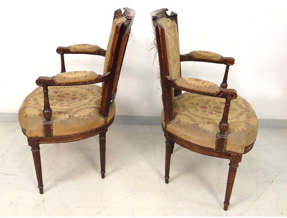 paire fauteuils cabriolets louis xvi noyer tapisserie. Black Bedroom Furniture Sets. Home Design Ideas