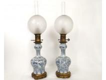 Paire lampes à pétrole porcelaine chinoise personnages fleurs bronze XIXème