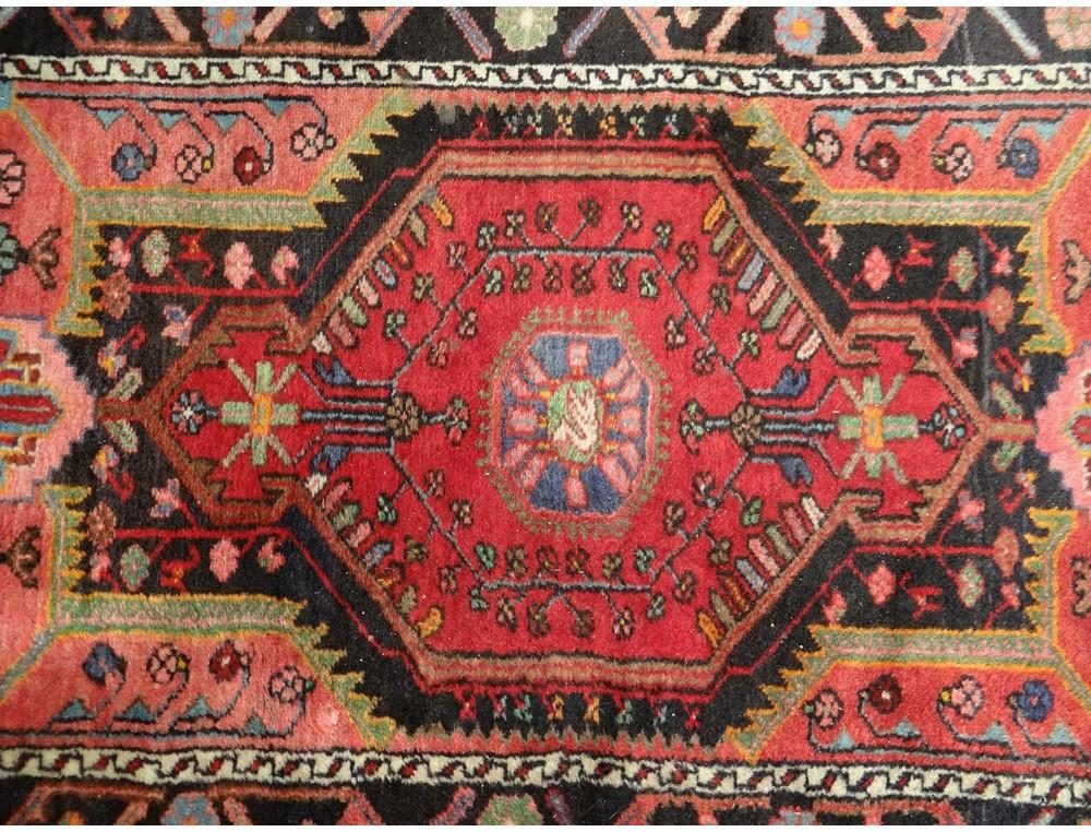 petit tapis ancien laine nouee anatolie perse antique With tapis laine vintage