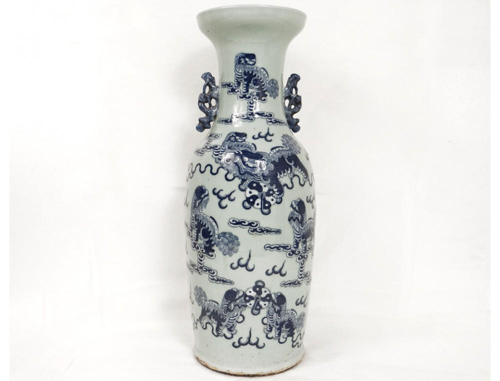 grand vase porcelaine chinoise blanc bleu lions chiens f. Black Bedroom Furniture Sets. Home Design Ideas