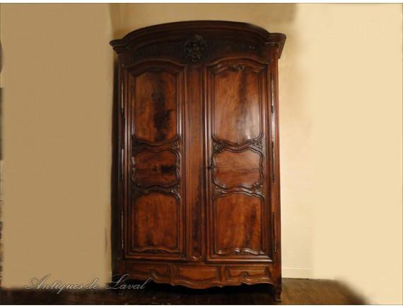 cabinet castle lyon carved walnut 18th. Black Bedroom Furniture Sets. Home Design Ideas
