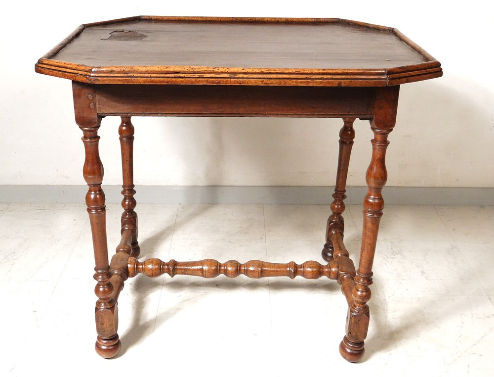 table louis xiii walnut desk leather foot french antique eighteenth turned. Black Bedroom Furniture Sets. Home Design Ideas