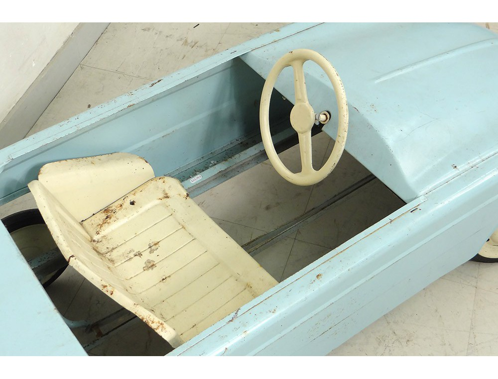 voiture d 39 enfant p dales dauphine renault t le peinte. Black Bedroom Furniture Sets. Home Design Ideas