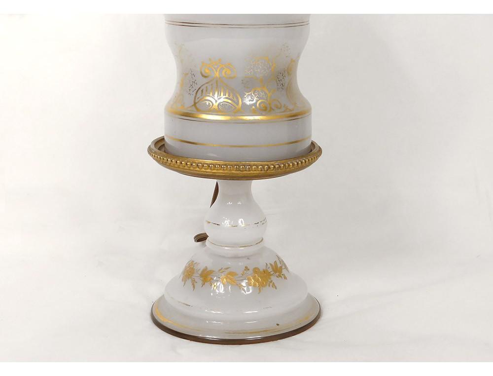 lampe p trole opaline blanche baccarat dorure bronze. Black Bedroom Furniture Sets. Home Design Ideas