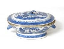porcelain bowl blue pagodas China junks animals nineteenth century