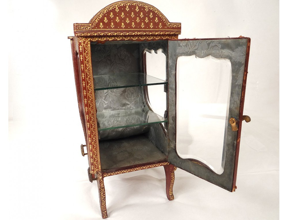 petite vitrine chaise porteur cuir dor au fer fleurs restauration xix me. Black Bedroom Furniture Sets. Home Design Ideas