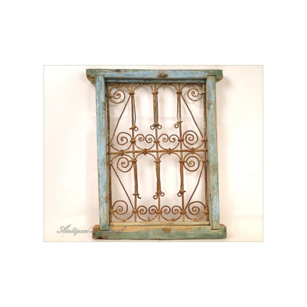 Grille de fen tre maroc en fer forg et bois peint xxe for Fenetre occasion